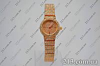 Женские кварцевые часы на браслете золотые