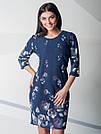 Синее женское платье по колено