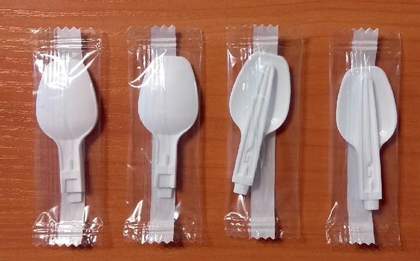 Складна пластикова ложка для дитячих сирків (disposable plastic folding spoon)