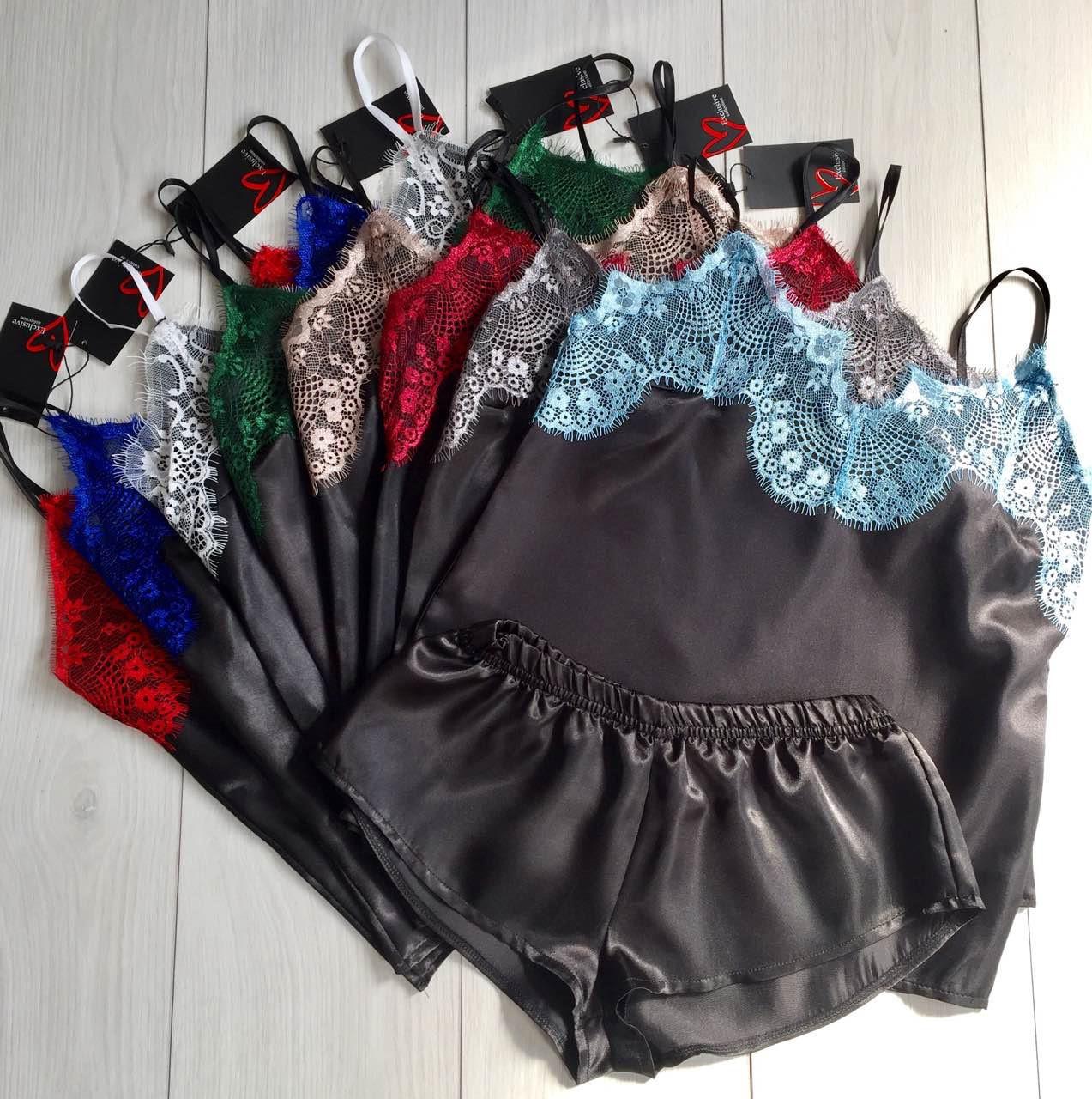 Черный атласный комплект пижамы с цветным кружевом