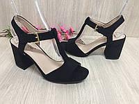 Женские босоножки на каблуку