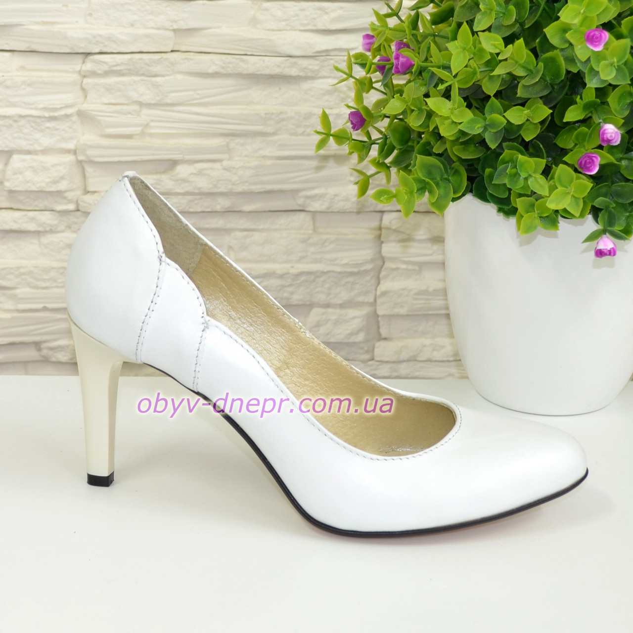 Женские классические кожаные белые туфли на шпильке!