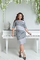 """Офисное платье-футляр в клетку """"Rosyday"""" с вышивкой и контрастными вставками (большие размеры)"""