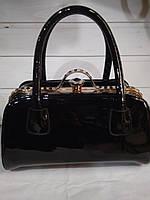 b097677d0295 Женская сумка с жестким каркасом внутри и застежкой типа