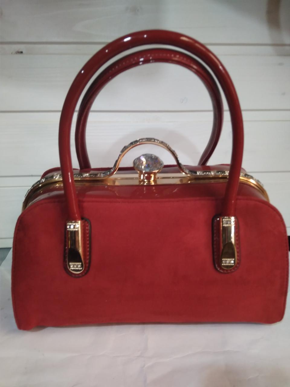 d6df18b79595 Женская сумка с жестким каркасом внутри и застежкой типа