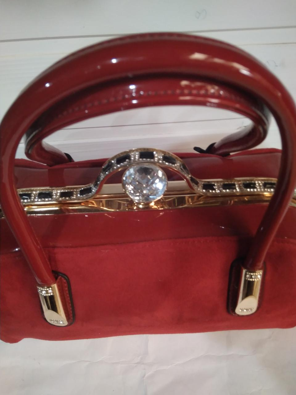 d16d3ee038ec Женская сумка с жестким каркасом внутри и застежкой типа