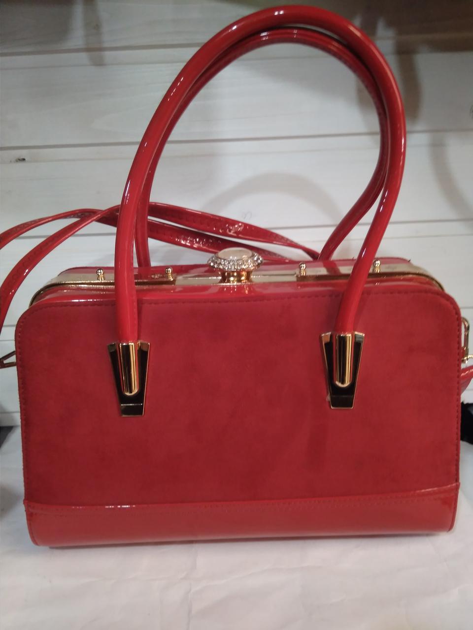 83216a474e9d Женская сумка с жестким каркасом внутри и застежкой типа