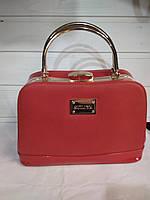 9bff671aaa1e Женская сумка с жестким каркасом внутри и застежкой типа