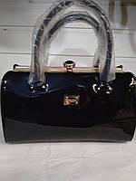 1bcd471d8044 Женская сумка с жестким каркасом внутри и застежкой типа
