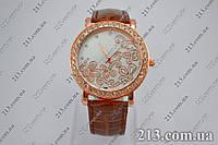 Женские кварцевые часы с камюшками