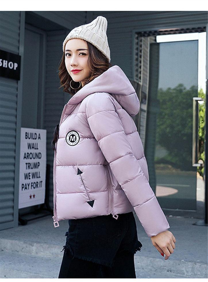 Короткие женские зимние куртки с капюшоном.