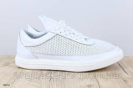 Мужские белые кроссовки с перфорацией