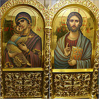 Золочение сусальным золотом икон Иисуса Христа и Пресвятой Богородицы.