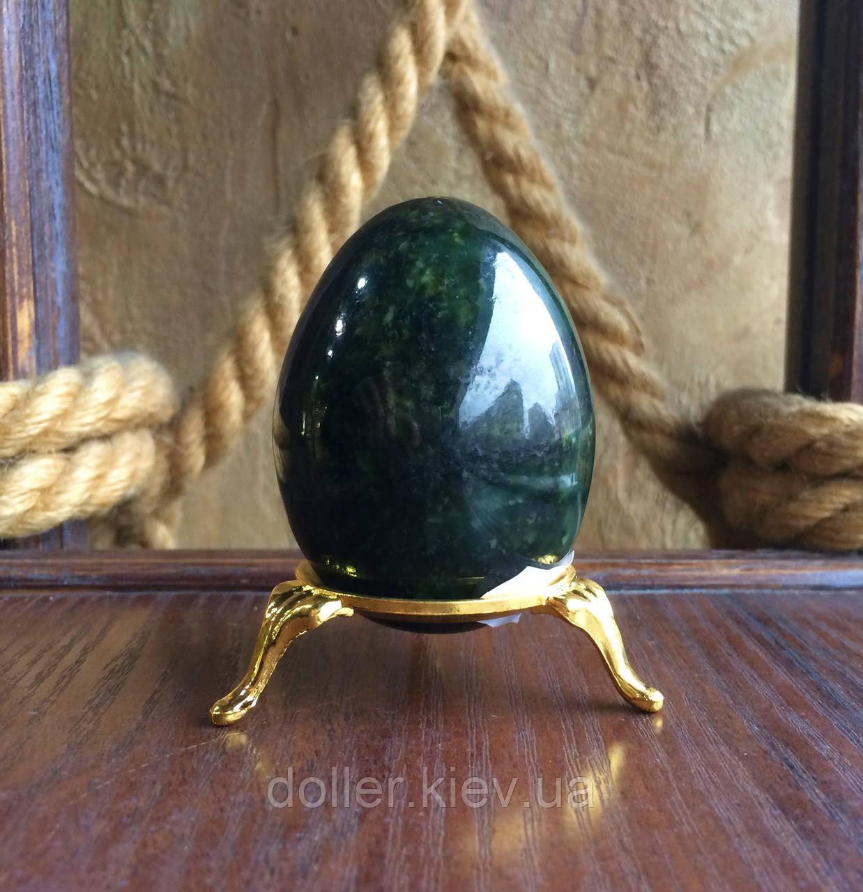 Яйце з нефриту