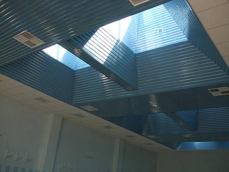 Алюминиевые реечные потолки ( пастельно голубой RAL 5024), фото 2