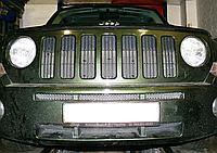 Декоративно-защитная сетка радиатора Jeep Patriot фальшрадиаторная решетка, бампер, фото 1