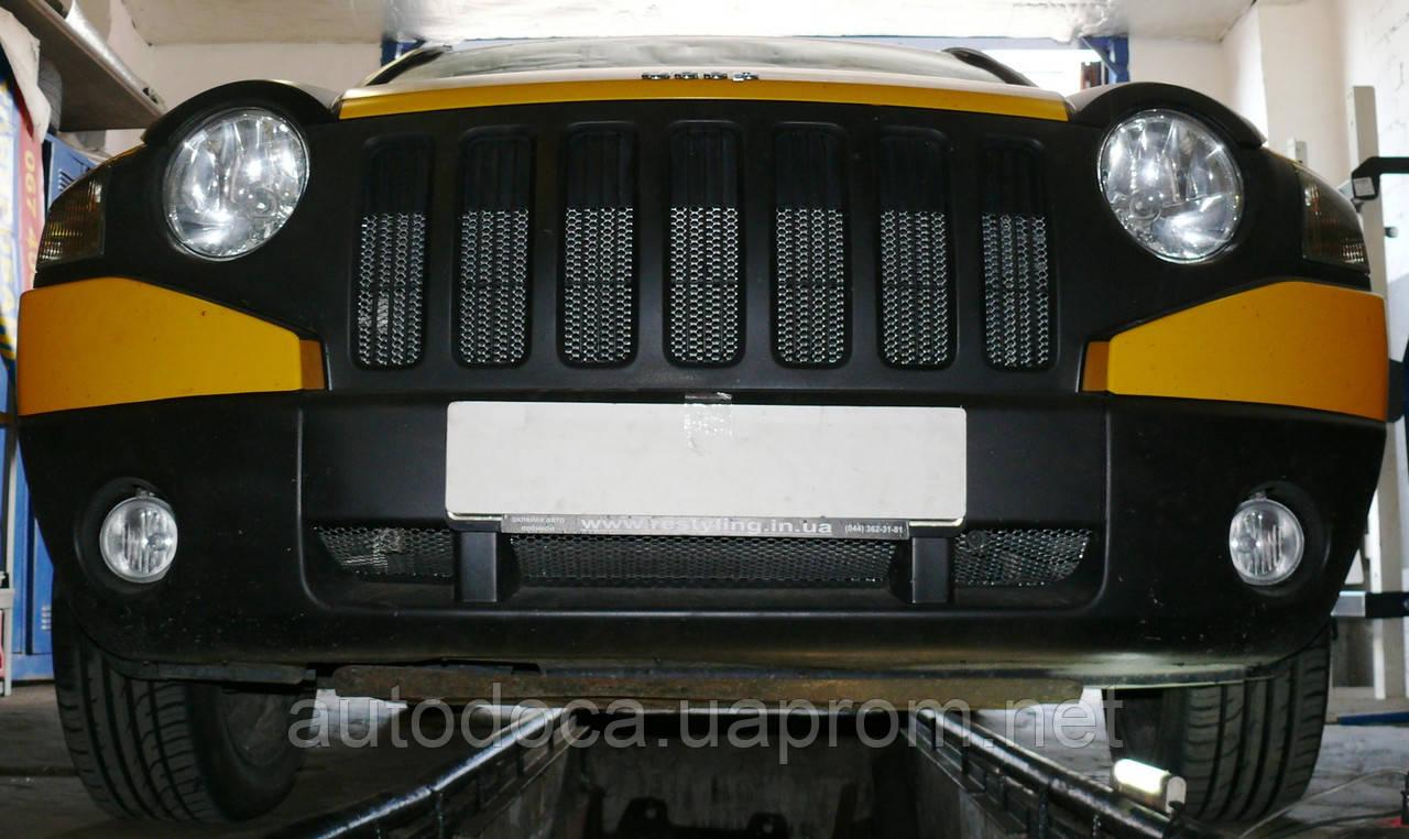 Декоративно-защитная сетка радиатора Jeep Compass фальшрадиаторная решетка, бампер