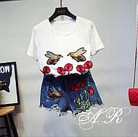 Костюм джинсовые шорты и футболка с нашивками в виде цветов 42-46 р