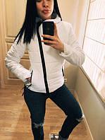 """Модная демисезонная женская короткая куртка без капюшона с молнией наискось """"Ариэла"""" белая"""