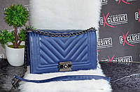 Синяя сумка Шанель.