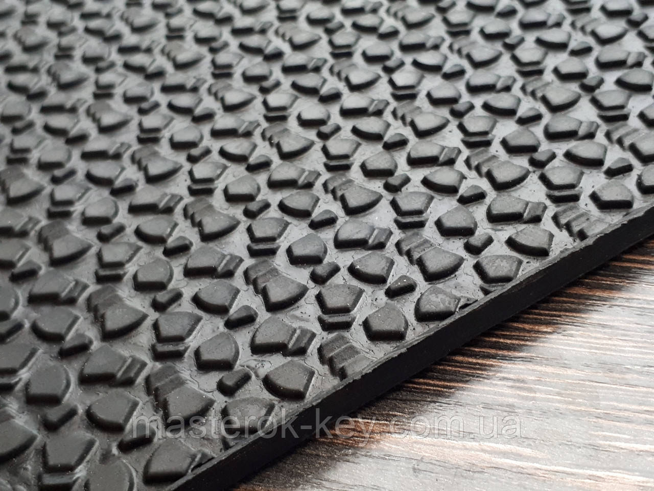 Резина набоечная каучуковая MAGNA WINTER 300х300х6.2 мм цвет чёрный