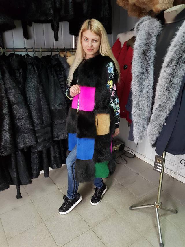 Разноцветная меховая жилетка ФОТО