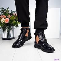 Женские ботинки с двумя пряжками