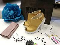Туфли кожаные на устойчивом каблуке золотистого цвета, фото 1