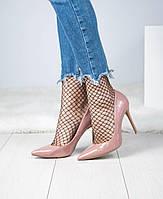 Женские лаковые туфли на шпильке