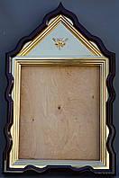 Фигурный киот для иконы с внутренней золочёной рамой.