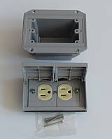 Pass & Seymour ( Legrand ) розетка NEMA ( американский стандарт) с монтажным коробом для уличной инсталляции.