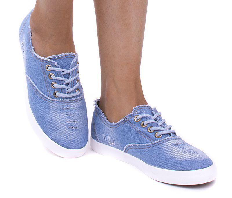 Кеды удобные и очень комфортные в носке.