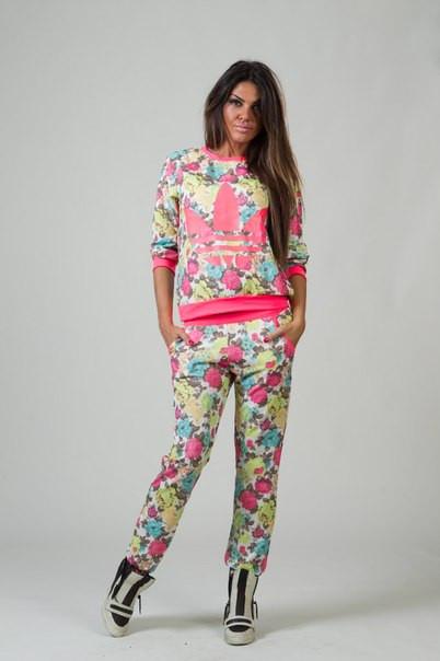 """Женский спортивный костюм """"Adidas"""" в цветочек с неоновым розовым накатом"""