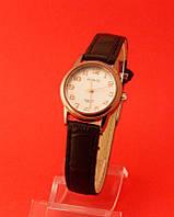 """Женские наручные часы с золотым корпусом и черным кожаным ремешком """"Фистерра"""""""