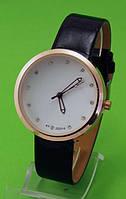 """Женские наручные часы с золотым корпусом и черным ремешком """"Энке"""""""
