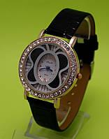 """Женские наручные часы на черном кожаном ремешке """"Полет шмеля"""""""