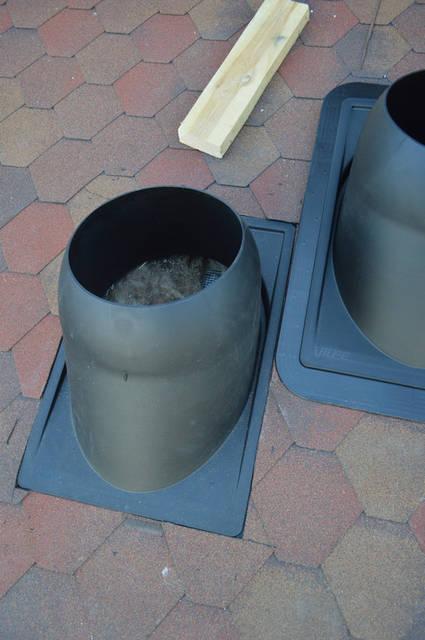 Проходной элемент  круглый для труб диаметром 280-380 мм.  Комплект включает пластиковый проходной элемент, резиновый уплотнитель, металлический хомут из нержавеющей стали STAINLESS и монтажную инструкцию.