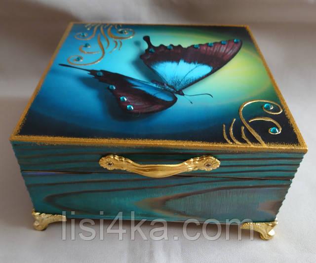 Деревянная бирюзовая шкатулка на ножках с бабочкой