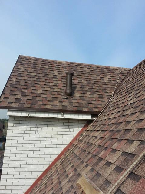 Если стояк не имеет вентиляционного выхода, то будет осушаться водяной затвор, преграждающий доступ газов и запахов из канализации в помещение.