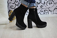 Черные ботинки на каблуке