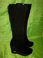 Женские зимние сапоги из замши на узкий объем икры
