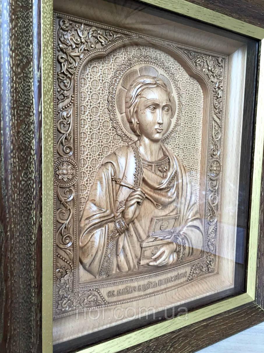 Різьблена ікона з бука Св Великомученика і цілителя Пантелеймона з ажурною рамкою