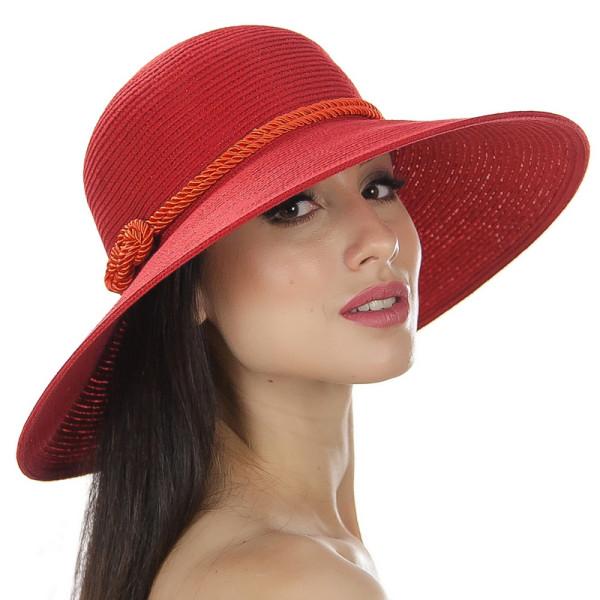 Красная летняя шляпа средние поля украшена шнурком