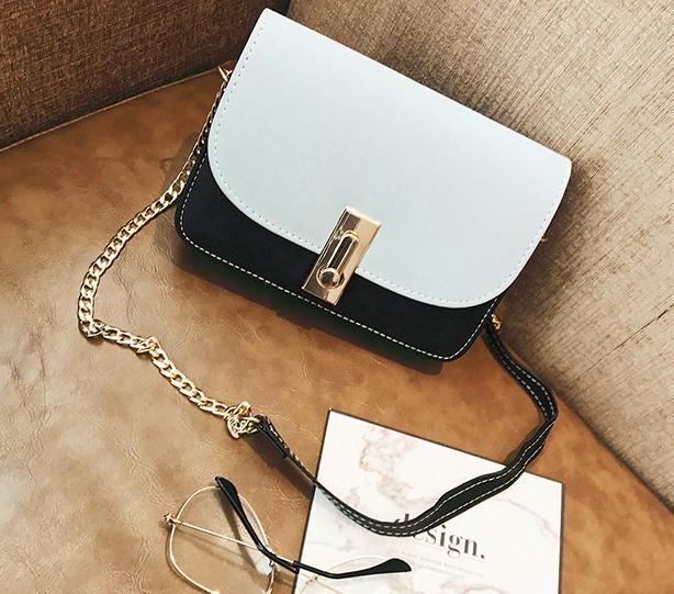 Женская светло-голубая мини сумочка на цепочке