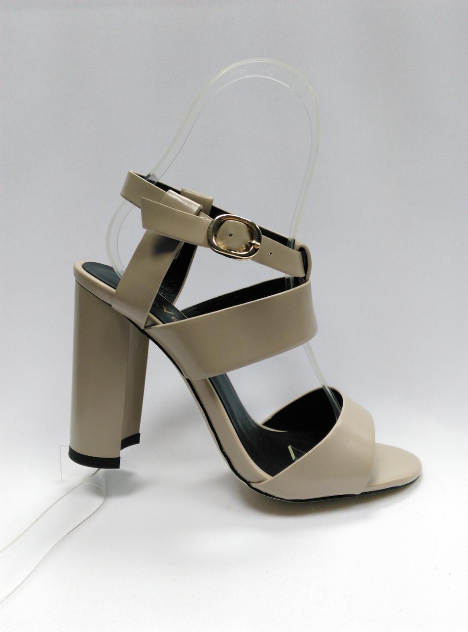 Открытые босоножки на устойчивом каблуке. Маленькие (33 - 35)  и стандартные ( 36 - 38) размеры.