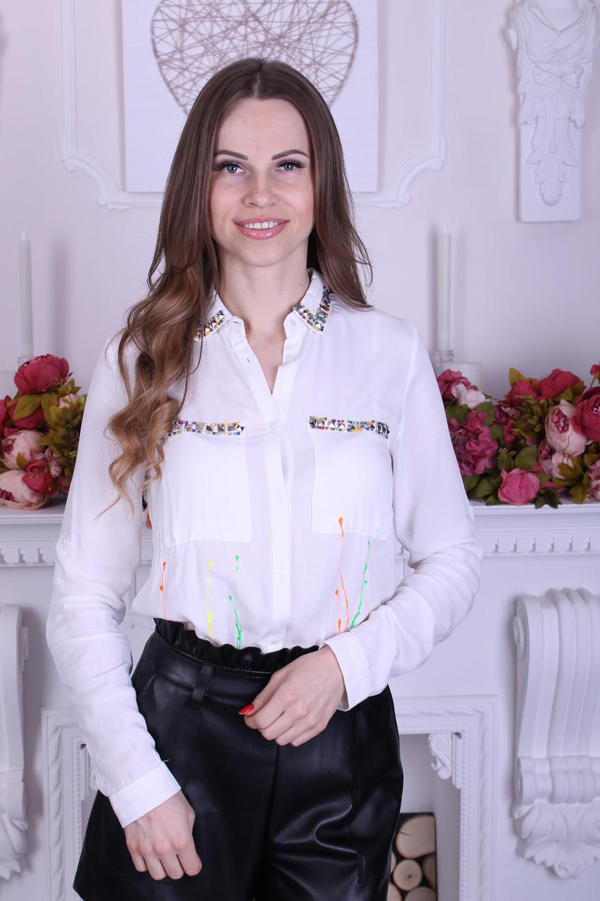 6c199c3e74b637a Стильная женская рубашка белая украшенная аппликацией : продажа ...