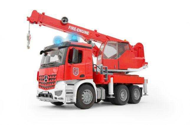 Игрушка  - большой пожарный автомобиль MB Arocs с краном (свет и звук), М1:16 03675