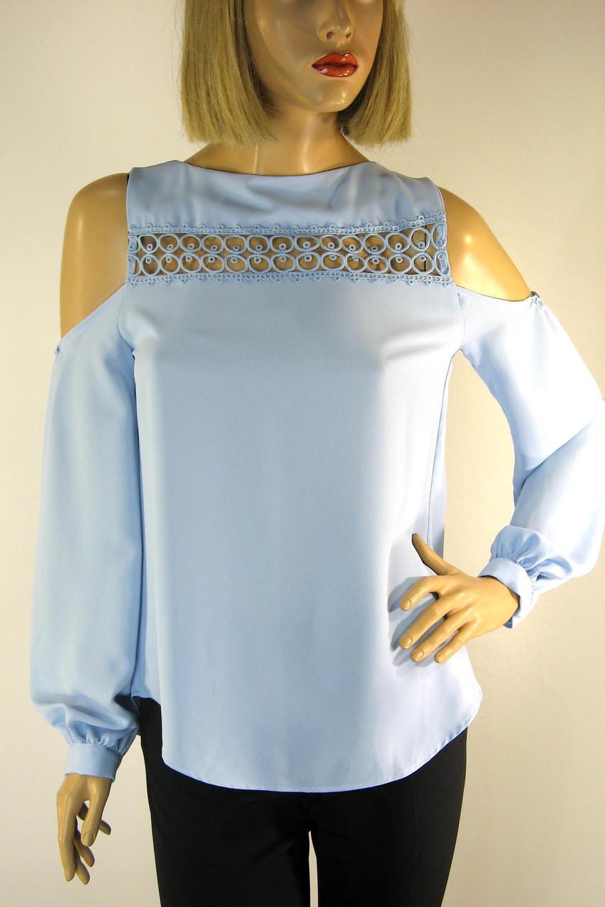 Нарядна голуба блузка з відкритими плечами