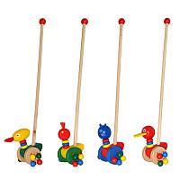 Деревянная каталка-животные на палочке с погремушками на колесах