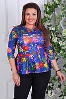 Красивая кофта с баской с ярким цветочным принтом батал большие размеры